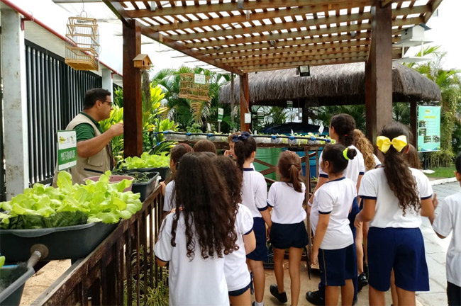 Aula prática no Núcleo de Educação Ambiental p Alunos do 2° ano B