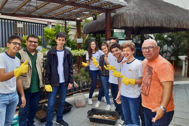 Aula prática sobre Vermicompostagem no Núcleo de Educação Ambiental para Alunos do 9° ano C
