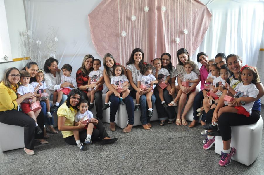 Colégio Amadeus realiza festa para homenagear as mães