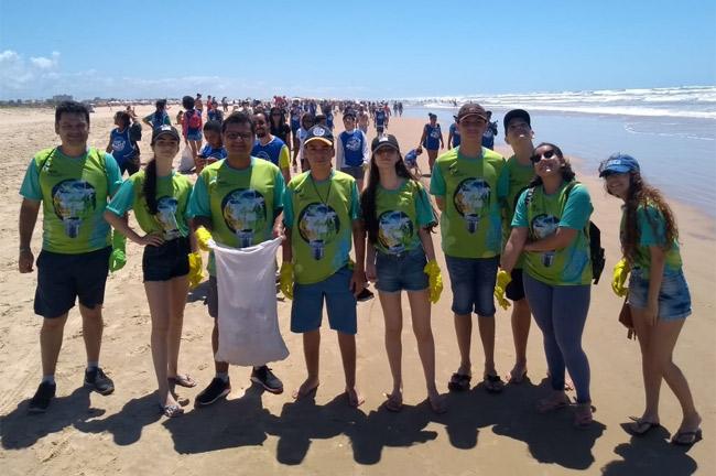 Colégio e Faculdade Amadeus participam do Dia de limpeza de Praia e acessibilidade